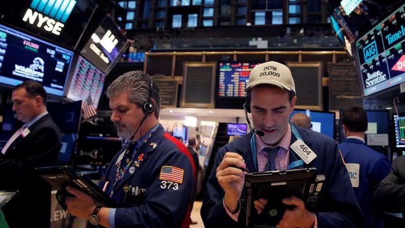 Wall Street fecha com recordes após fim de paralisação do governo