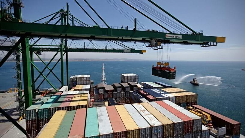 Exportações e importações aumentam em janeiro