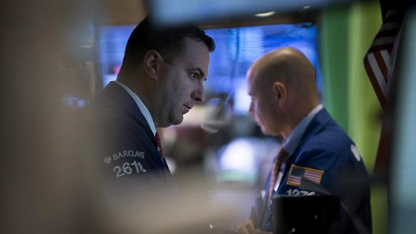 Wall Street cai após resultados e PIB aquém do esperado - Bolsa ... ae784f158e776