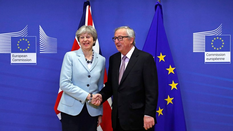 May e Juncker reúnem-se quinta-feira. Merkel admite alternativa ao backstop